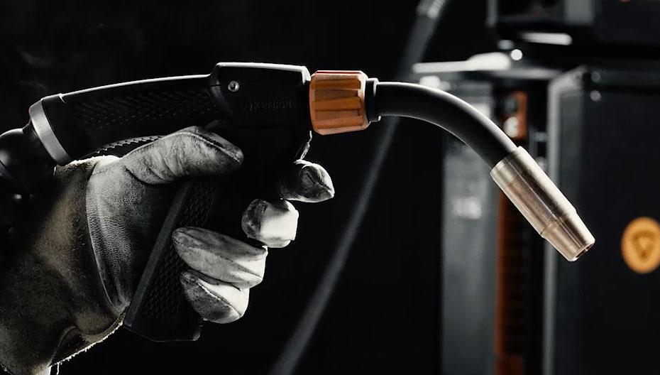 X8-MIG-Welder-welding-gun